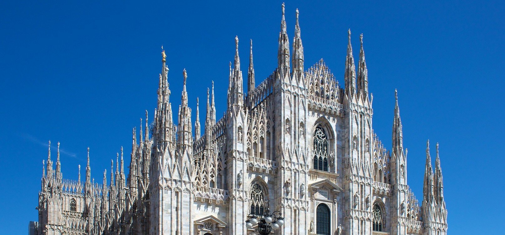 Milan_Cathedral_from_Piazza_del_Duomo1.jpg